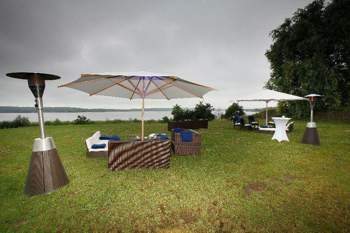 Beispiel: Gartenmobiliar für Ihre Hochzeit, Foto: Alles für Ihre Party.