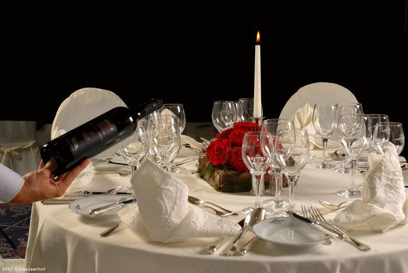 Beispiel: Tischdekoration, Foto: Romantik Hotel Schweizerhof Grindelwald.