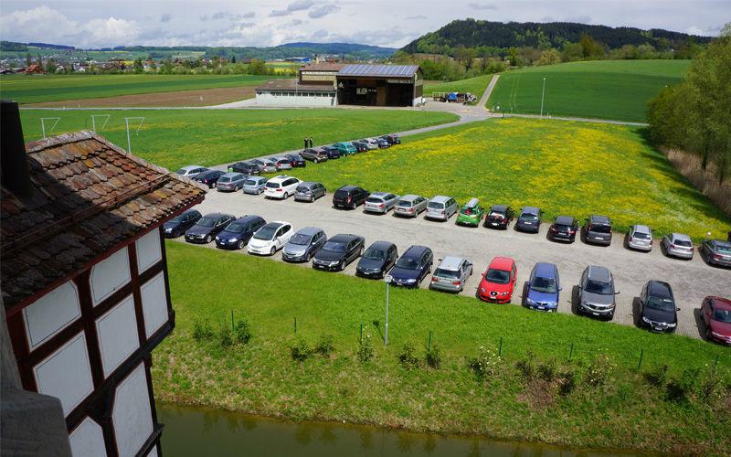 Beispiel: Parkplatz, Foto: Wasserschloss Wyher.