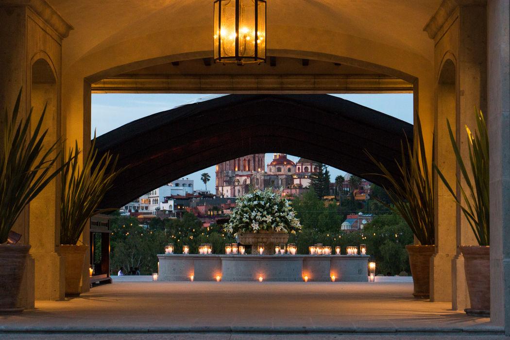 Decoración de fuentes e iluminación con velas