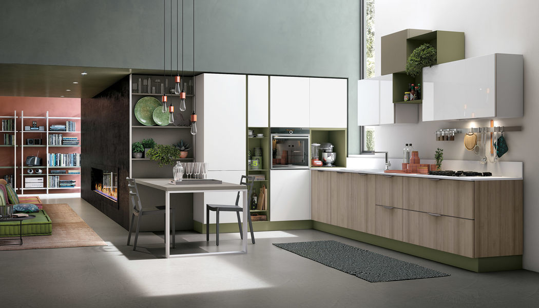 Aliant uses one of the purest materials: glass. It's a kitchen that can be integrated with doors and eclectic elements to create new solutions, a harmonious play of reflections that expresses light visual, where the glass remains the main element. Equipped with a wide range of accessories, Aliant is suitable for all needs and highly customizable.