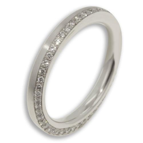Beispiel: Verlobungsring Weissgold mit Diamant, Foto: Designer Diamonds München.