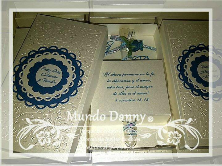 Invitaciones en caja rectangular, Tubo de vidrio decorado
