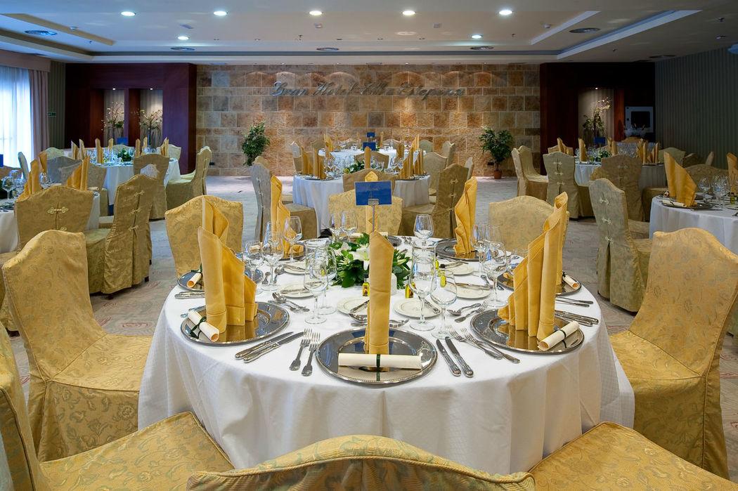 Montaje mesas banquete en salón