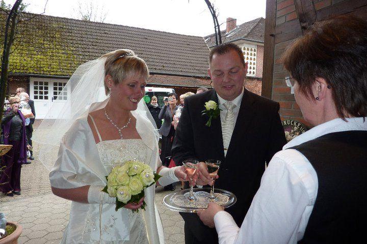 Beispiel: Begrüßung Hochzeitspaar, Foto: AKZENT Hotel Zur Grünen Eiche.