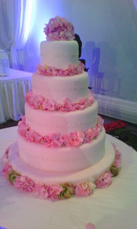 torta de 4 niveles color y modelos a elegir