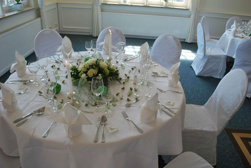 Beispiel: Bankett - Tischdekoration, Foto: Clausen´s Vierländer Landhaus.