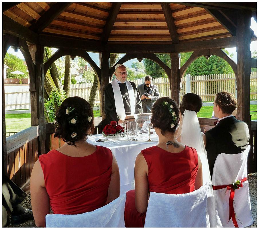 Vielen Dank  für die schöne Gestaltung unserer Hochzeit. Foto: Zeitlose Zeremonie
