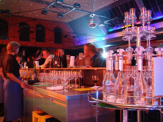 Beispiel: Bar, Foto: Otten Gravour.