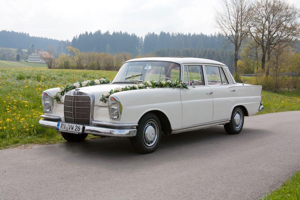 Mercedes Benz 220 SE (Heckflosse) Bj. 1963 5 Sitzer, mit Automatik,  Servolenkung und Schiebedach.
