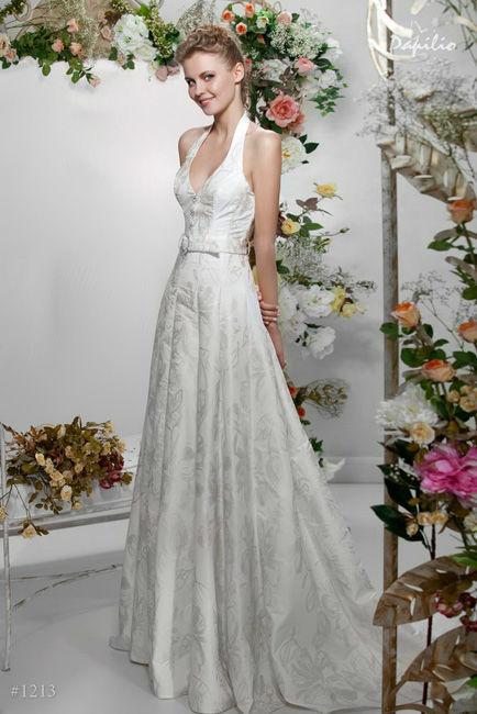 Beispiel: Hochzeitskleider, Foto: Verinas.