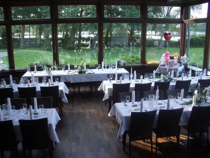 Beispiel: Hochzeitsgedeck im Wintergarten, Foto: Am Krickenbecker See.