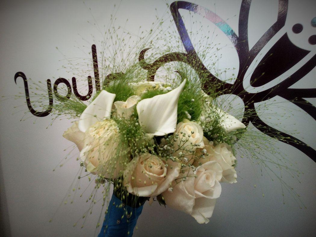 Ramo calas y rosas blancas