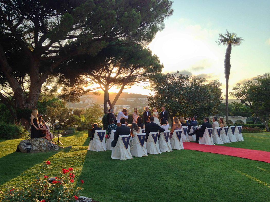 Ceremonia civil en los jardines del Hostal La Gavina de S'Agaró (Girona)