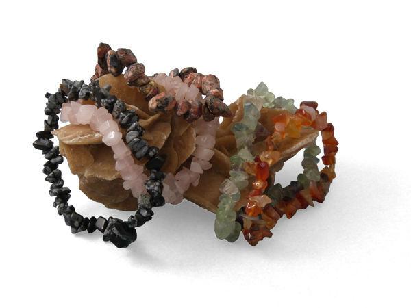 Pulseras elásticas de piedras variadas. Regalo para usuarios de Zankyou