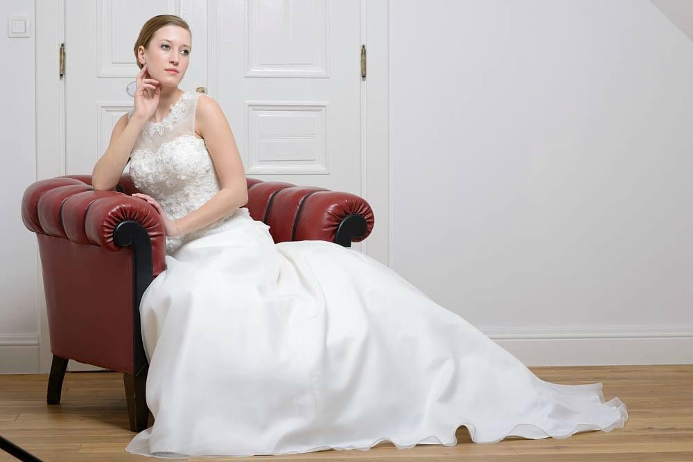 Beispiel: Brautkleid, Foto: Lohrengel.