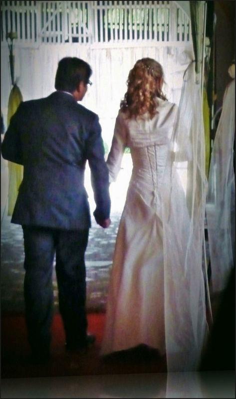 Auszug des frisch vermählten Paares. Foto: Zeitlose Zeremonie