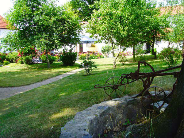 Beispiel: Biergarten, Foto: Land-gut-Hotel Hermann.