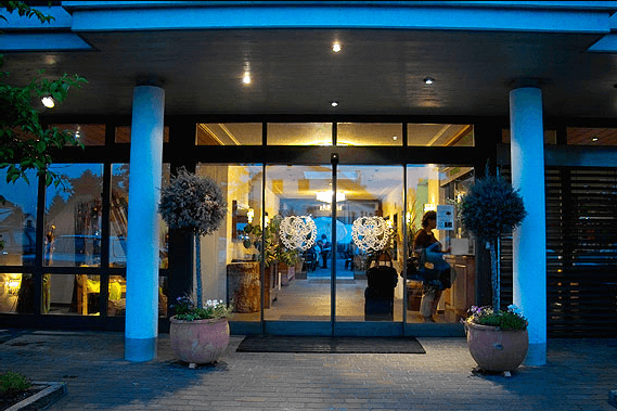 Beispiel: Eingang, Foto: Landgasthof Adler Grüningen.