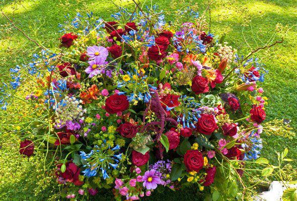 Beispiel: Wunderschöne Gestecke, Foto: Blumenzauber.