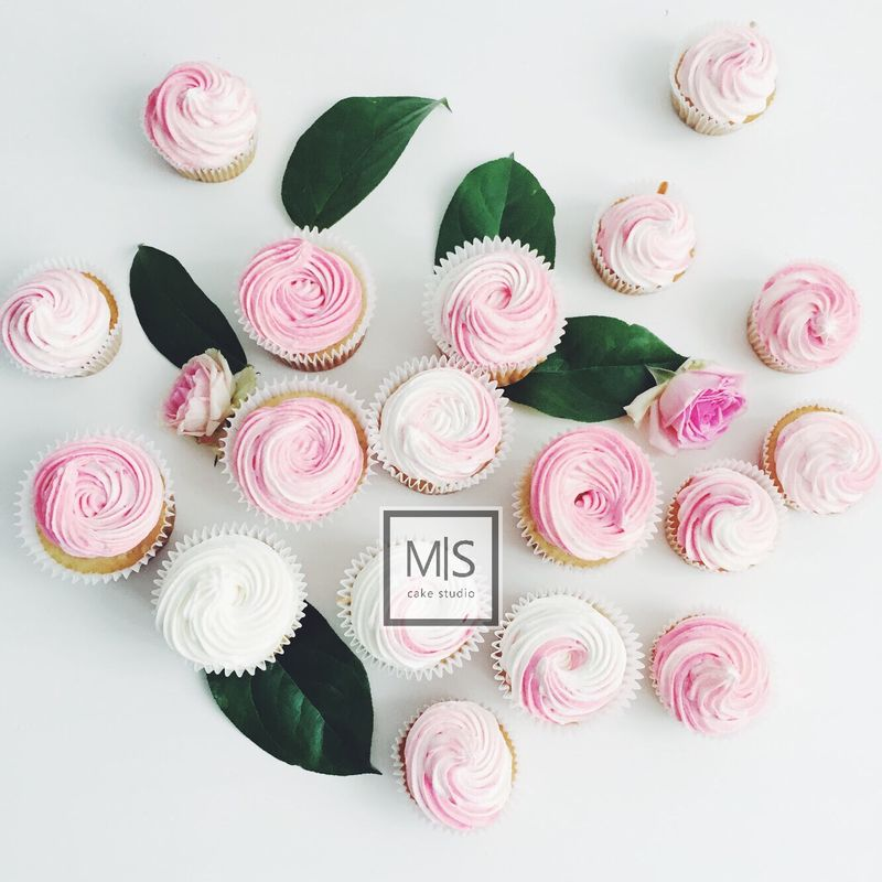 M S cake's studio    roses&cupcakes