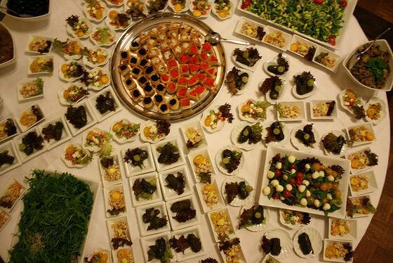 Beispiel: Hochzeitsbüffet - Fingerfood, Foto: Eventoase Schützenhaus.