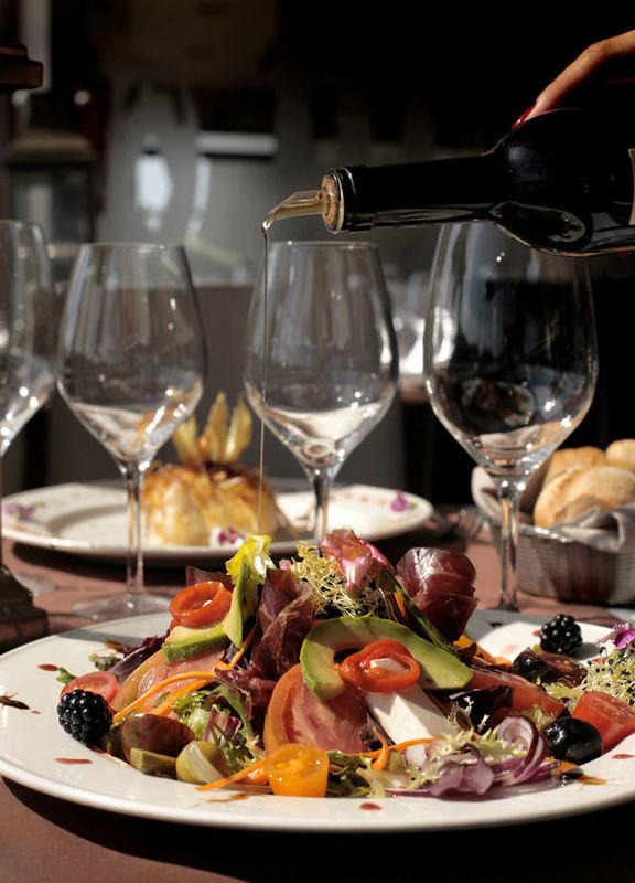 Wakaya Restaurant & Lounge