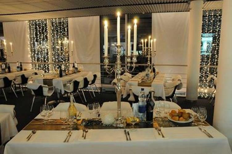 Beispiel: Geschirr und Tischdeko, Foto: Mietidee.