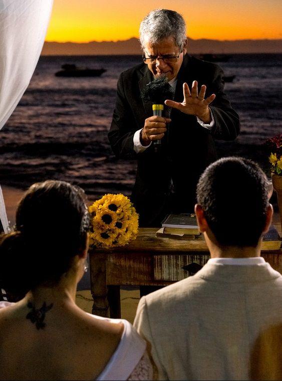 Vanessa Aune Cerimonial. Casamento na Praia. Casamento em Búzios Casamento no Por do Sol