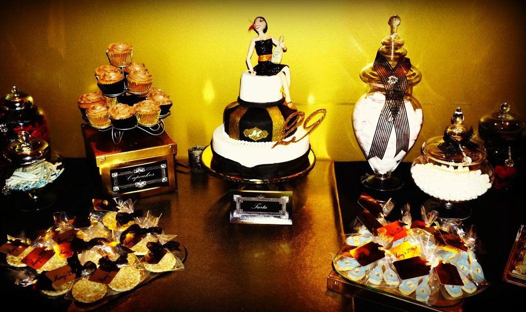 Mesa de dulces dorada