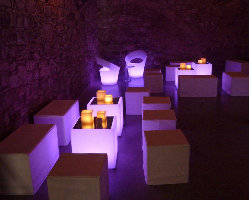 Chill out luminico. Moderno y sofisticado.  http://lafloreria.net
