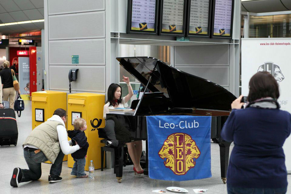 www.avalugopianist.ch Airport Event Concert