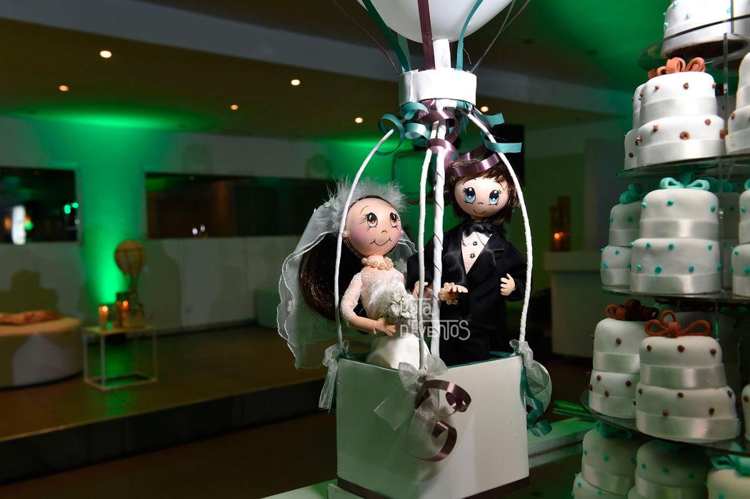 Bonecos personalizados do bolo dos noivos