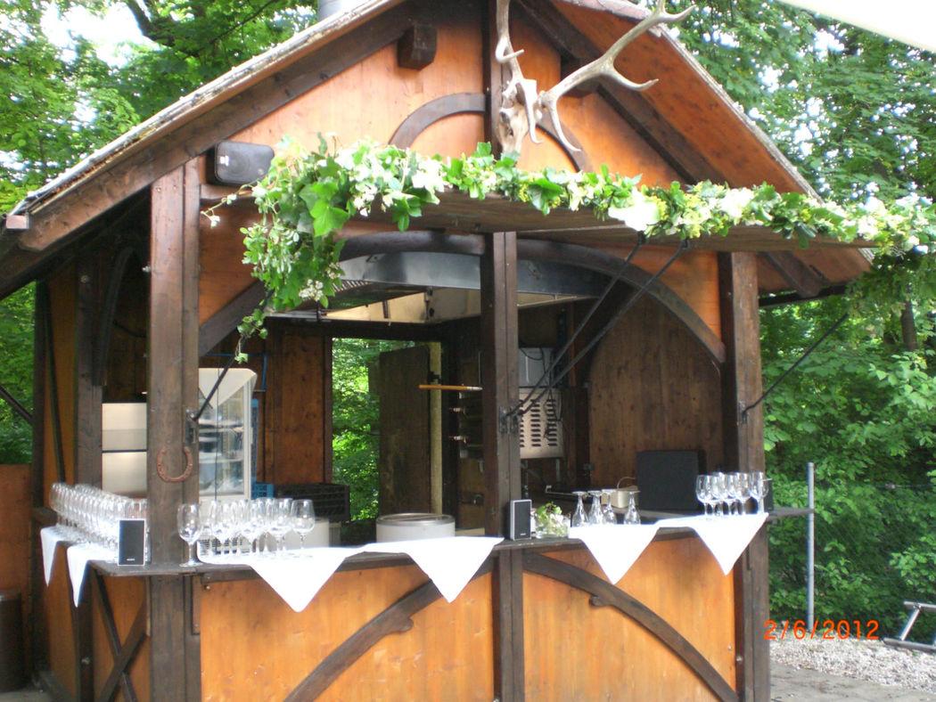 Beispiel: Bar im Biergarten, Foto: Zum Brunnwart.