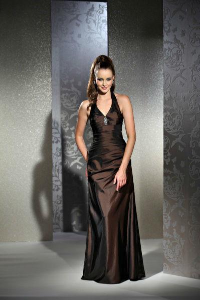 Beispiel: Wunderschöne Kleider, Foto: Bea's Brautmode Festkleider.