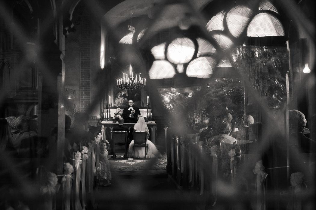 hochzeitslicht-Hochzeitsfoto in Berliner Kirche