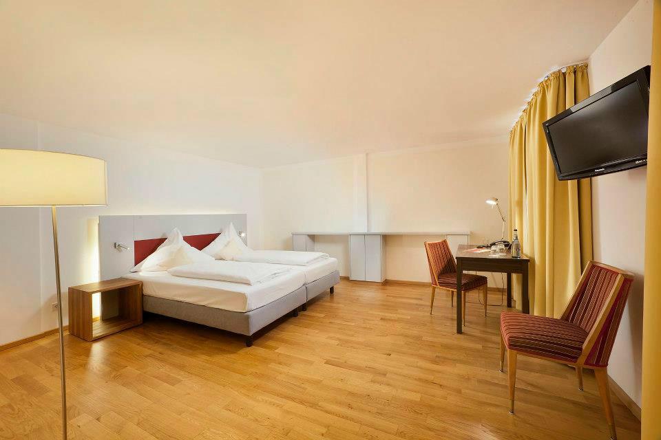 Beispiel: Doppelzimmer, Foto: AKZENT Brauerei Hotel Hirsch.