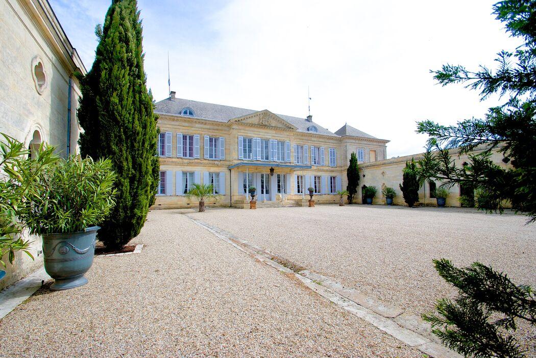 Château Peyronnet La cour d'honneur