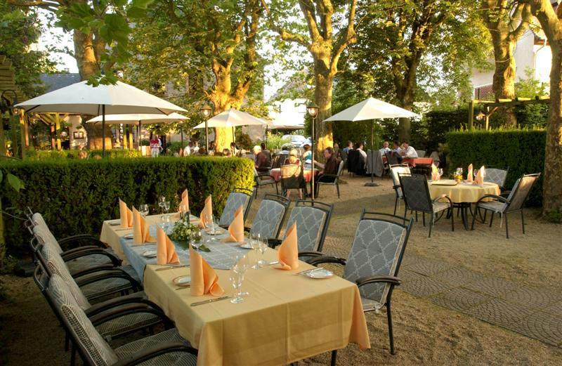 Beispiel: Festgedeck im Garten, Foto: Landhaus Diedert.
