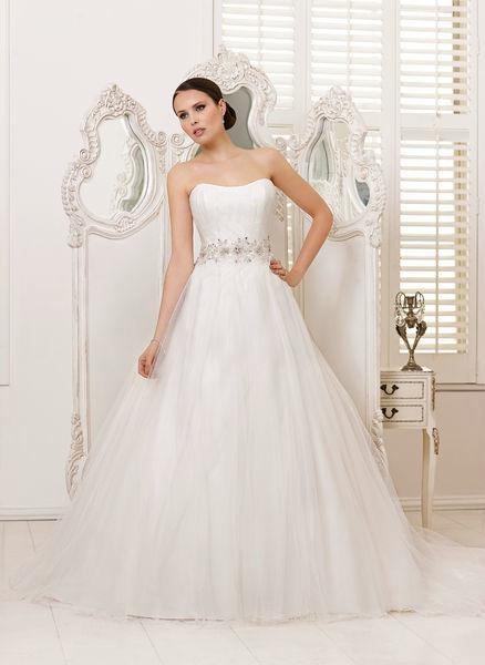 Beispiel: Finden Sie Ihr persönliches Kleid, Foto: Oprée Brautmoden.
