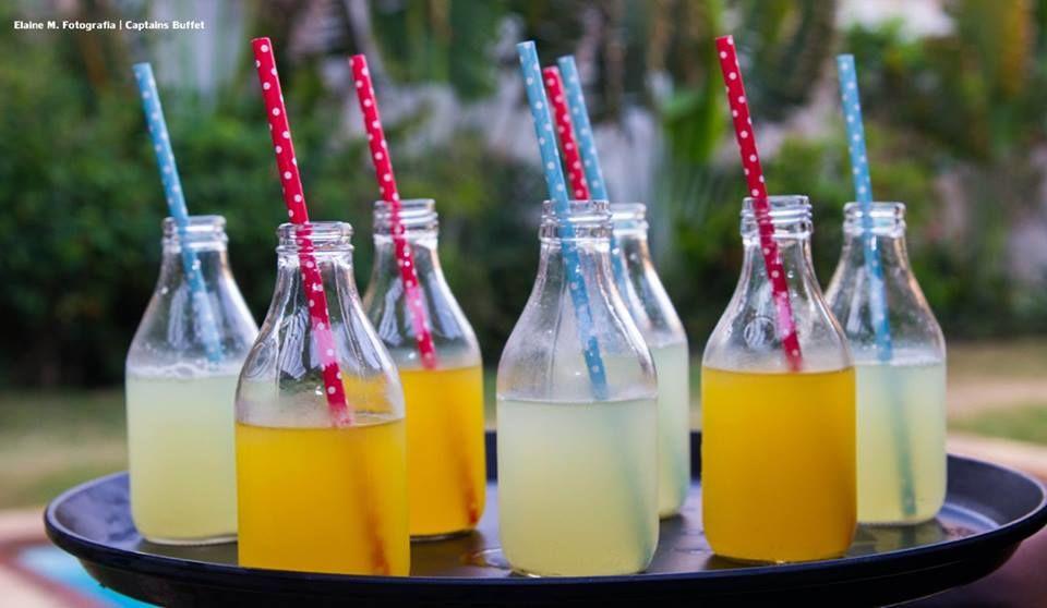 Suco de Frutas de Melancia e Abacaxi na garrafinha - Captains Buffet.