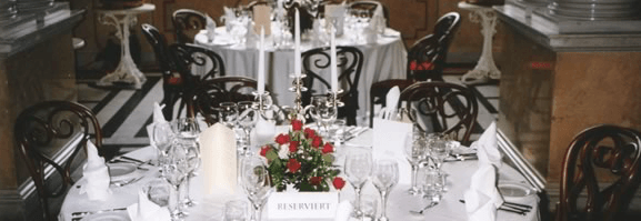 Beispiel: Hochzeitsgedeck, Foto: Adventure Catering.