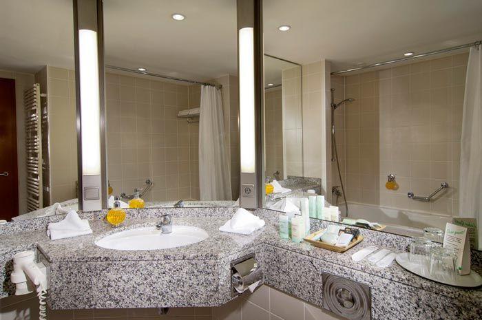 Beispiel: Badezimmer, Foto: Hotel Residence Starnberger See.