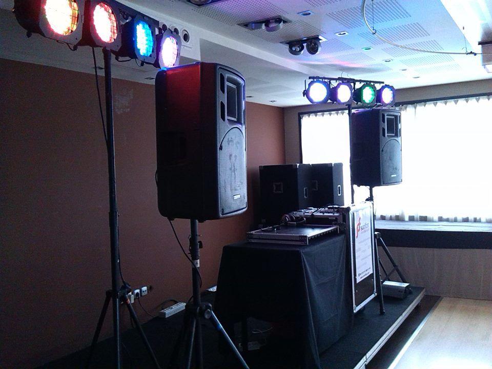 Equipo de sonido e iluminación para boda