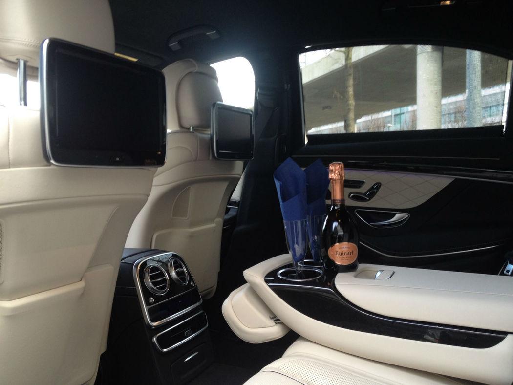 Beispiel: Inerieur Mercedes mit Champagner, Foto: Munich-Drivers.