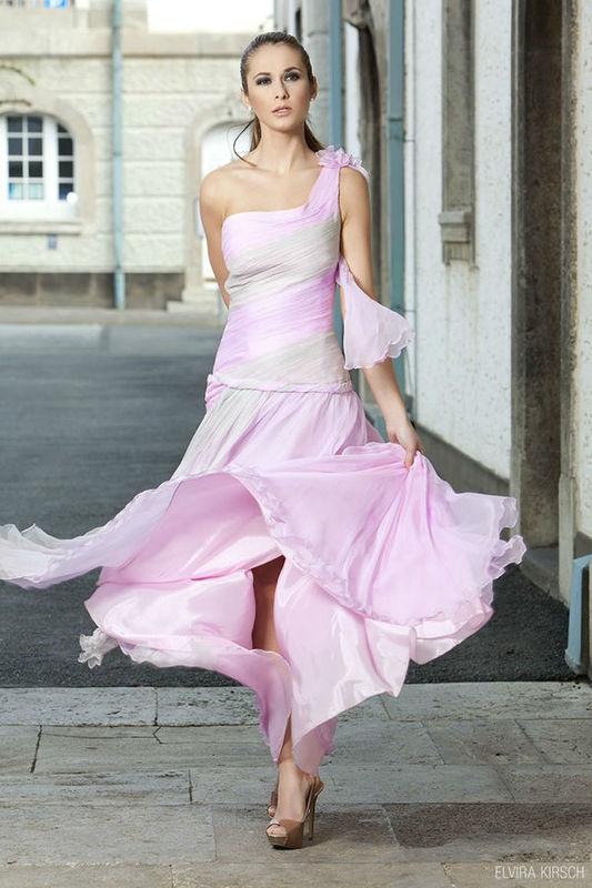 Beispiel: Kleider mit Exklusivität, Foto: Elvira Kirsch.