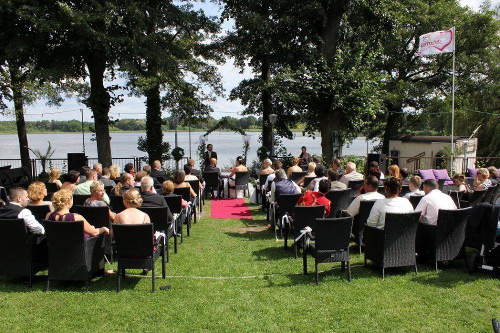Beispiel: Hochzeitsgesellschaft, Foto: Ihr Hochzeitsredner - Gregor Andre.