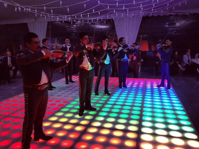Pista de baile iluminada en Puebla