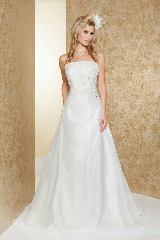 Beispiel: Schlichte Kleider, Foto: Weise Brautmode.