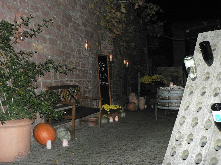 Beispiel: Hofansicht bei Nacht, Foto: Majer Weingut.
